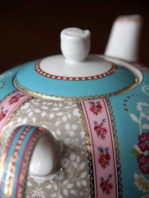 Porcelanova rychlovarna kanvica