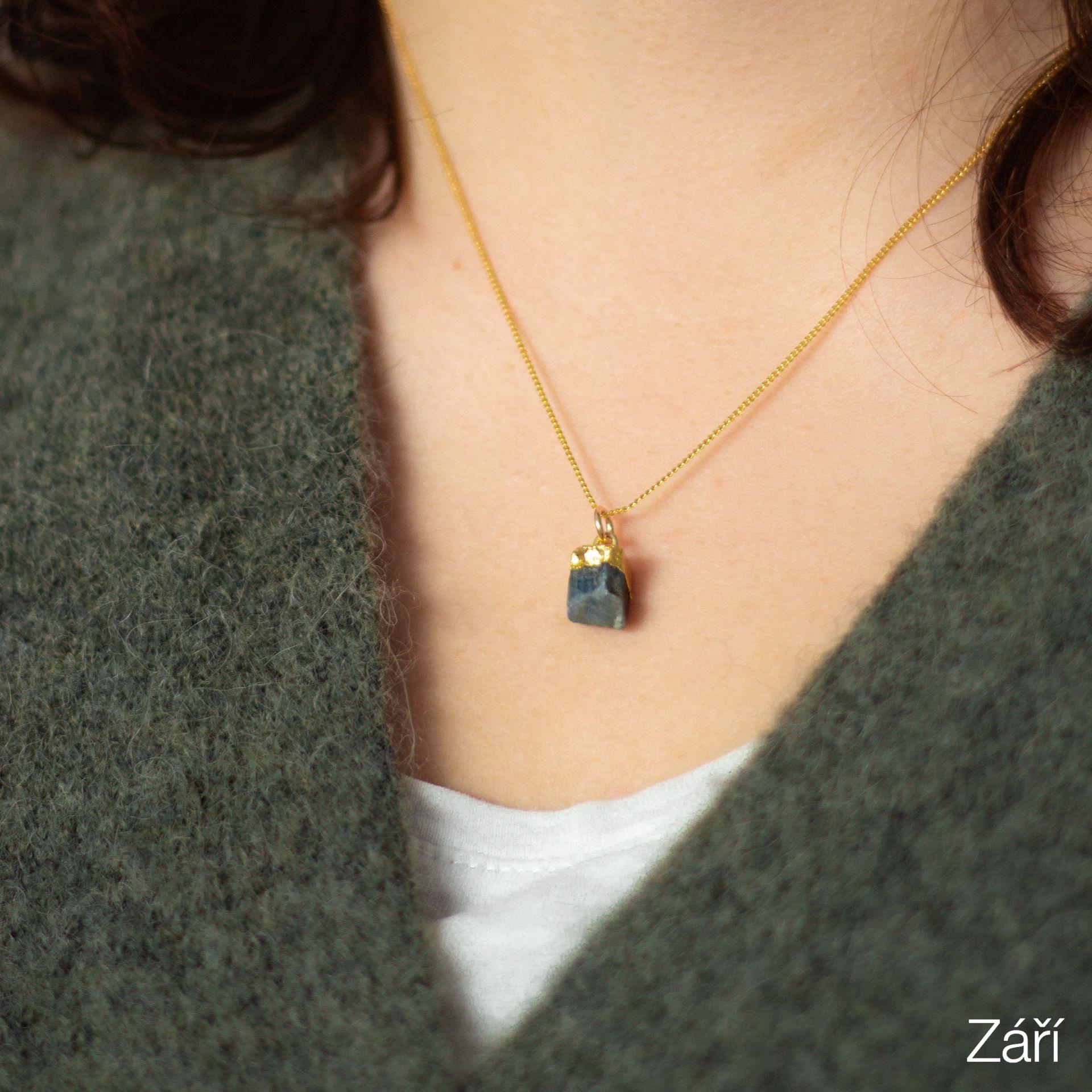 DECADORN Pozlacený řetízek s narozeninovým kamenem Birthstone Září - safír, multi barva, zlatá barva, kov, kámen