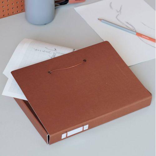 MONOGRAPH / Papierová zložka na dokumenty Cognac