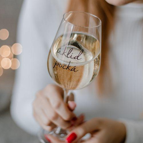 Bella Rose / Pohár na víno Úklid počká
