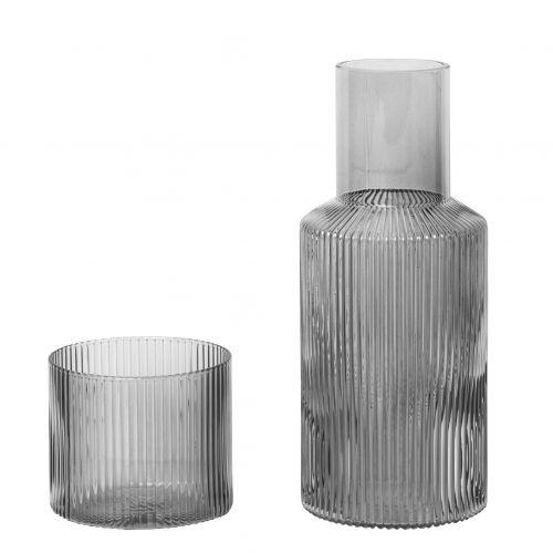 ferm LIVING / Karafa s pohárom Ripple Smoked grey 500 ml