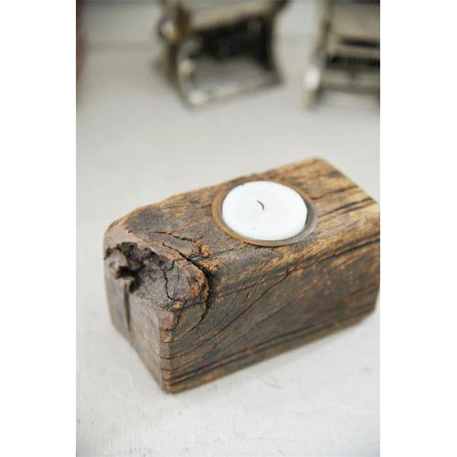 Svícen z recyklovaného dřeva Recycled