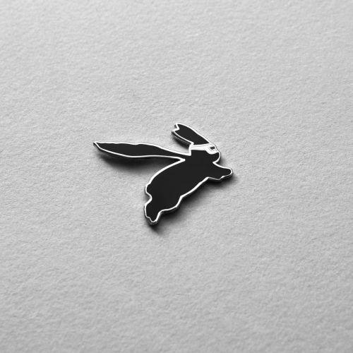 Kovový odznak s králíkem Superhero Rabbit
