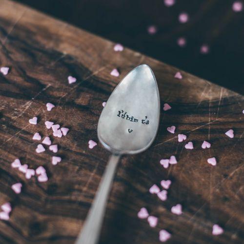 Postříbřená čajová lžička Lúbim ťa
