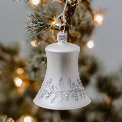 Skleněná vánoční ozdoba Silver Flowers - zvoneček