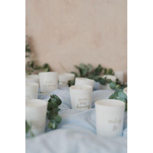 Bílá svíčka Never stop dreaming - fíky a bílé pižmo