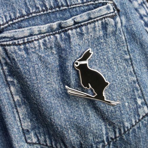 Kovový odznak s králíkem Ski Jumping