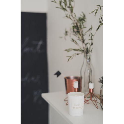 Bílá svíčka Hotel u mámy - fíky a růže