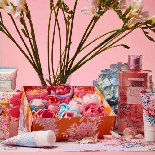 Mýdlové květy do koupele Pinks & Pear Blossom 85 g