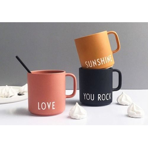 Porcelánový hrneček s ouškem Love 300 ml