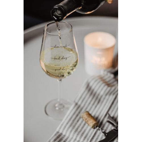 Sklenička na víno Bad Day