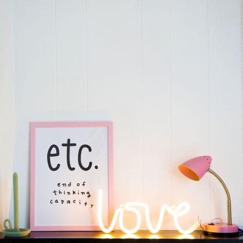 Neonové LED světlo Love Yellow