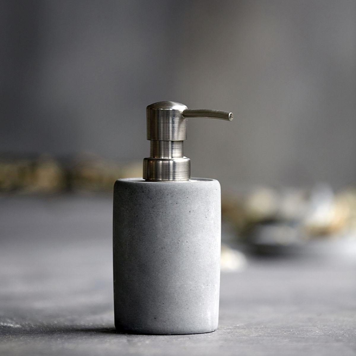 House Doctor Zásobník na tekuté mýdlo Cement, šedá barva, kámen