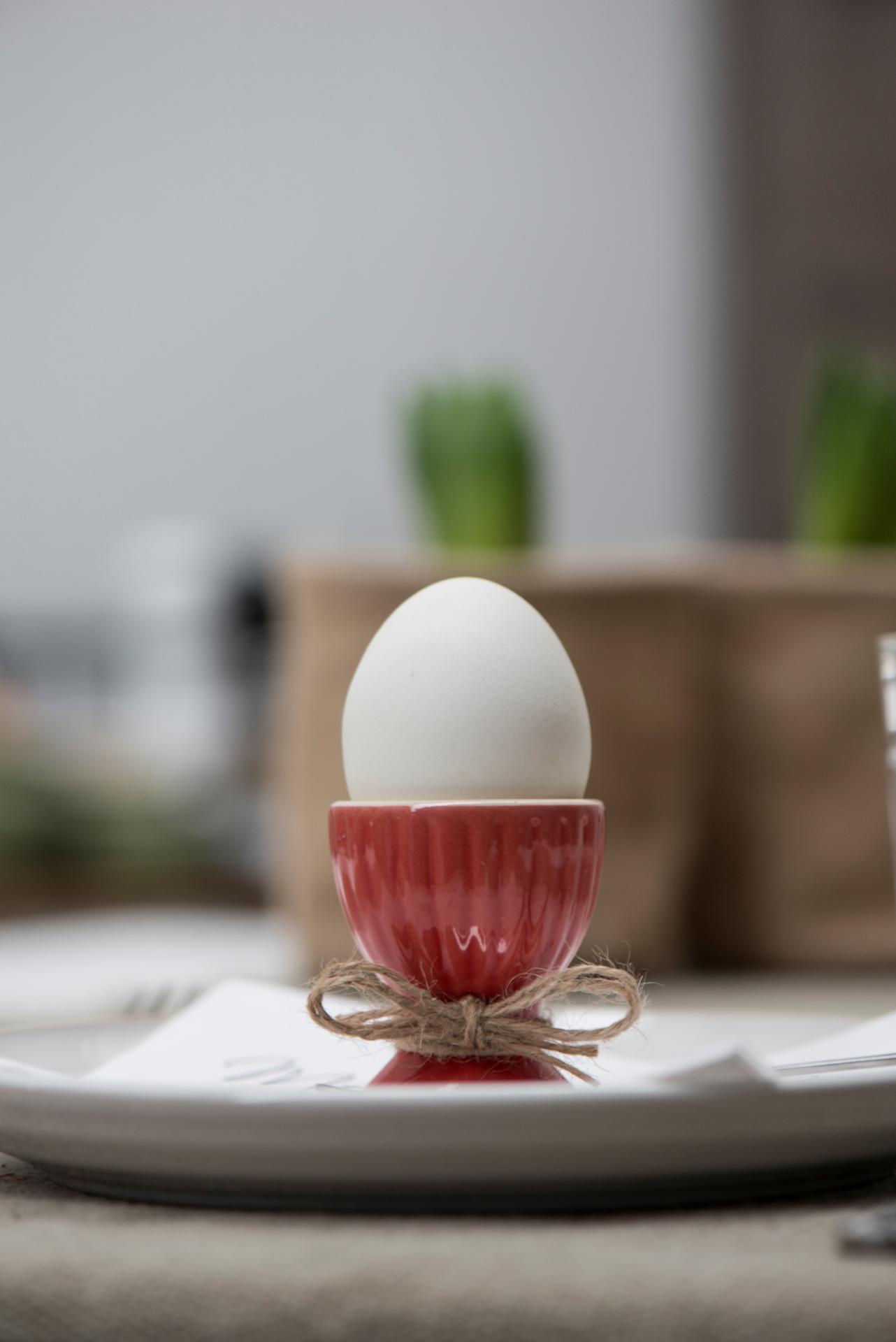 IB LAURSEN Stojánek na vejce Mynte red, červená barva, keramika