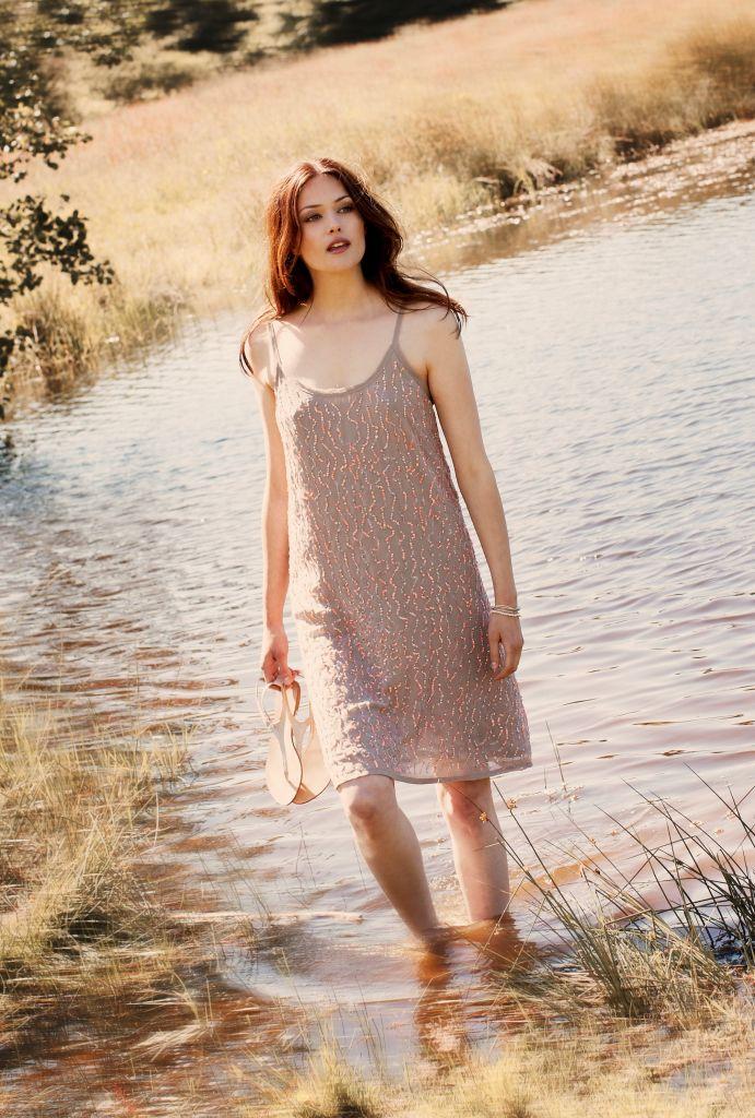 Šaty Sasha Velikost 36, béžová barva, textil