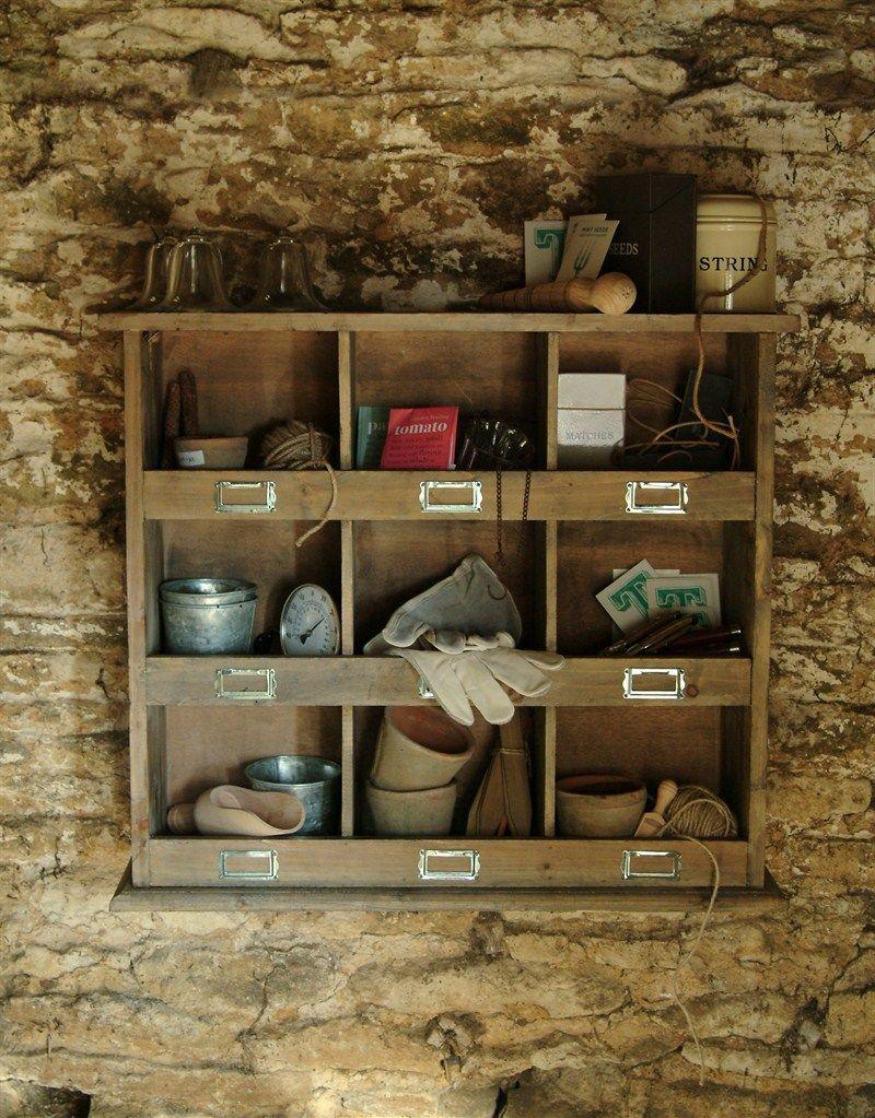 Garden Trading Dřevěná polička s přihrádkami Wall, hnědá barva, dřevo