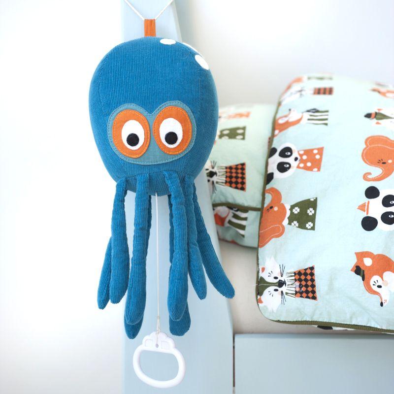 ferm LIVING Natahovací hudební hračka Octopus, modrá barva, textil