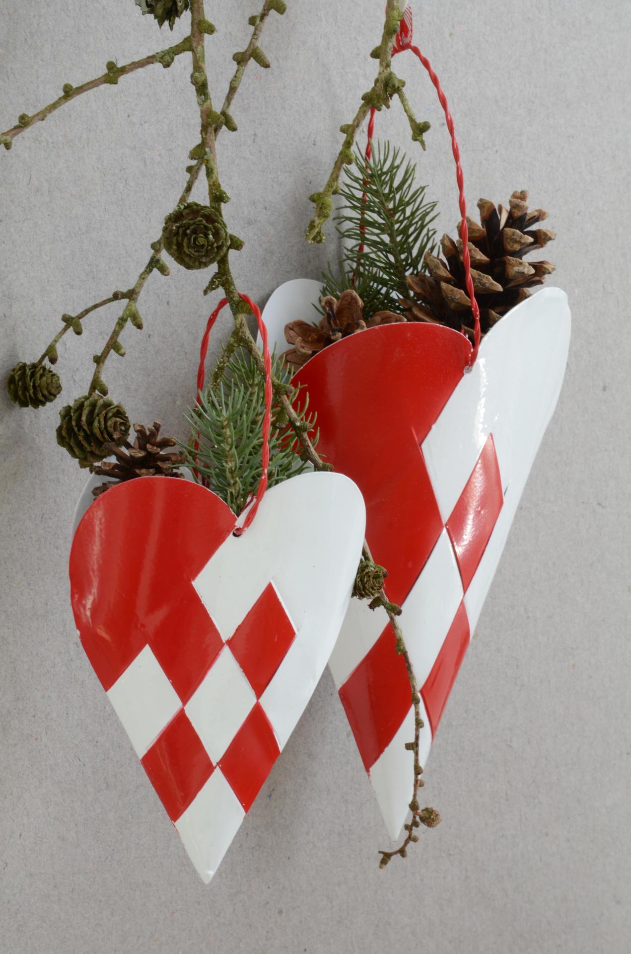 IB LAURSEN Dekorativní závěsný kornout Heart, červená barva, bílá barva, kov