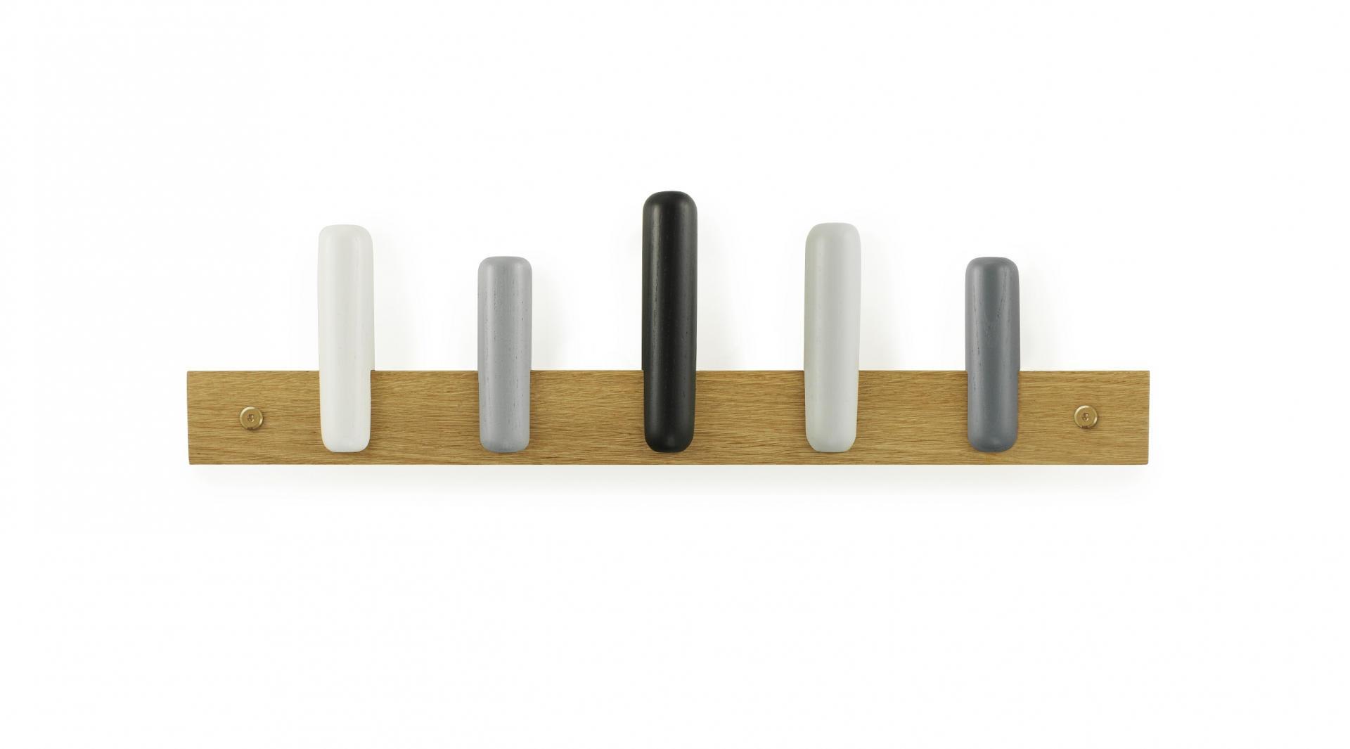 normann COPENHAGEN Dřevěný věšák Play Shadow, šedá barva, černá barva, bílá barva, hnědá barva