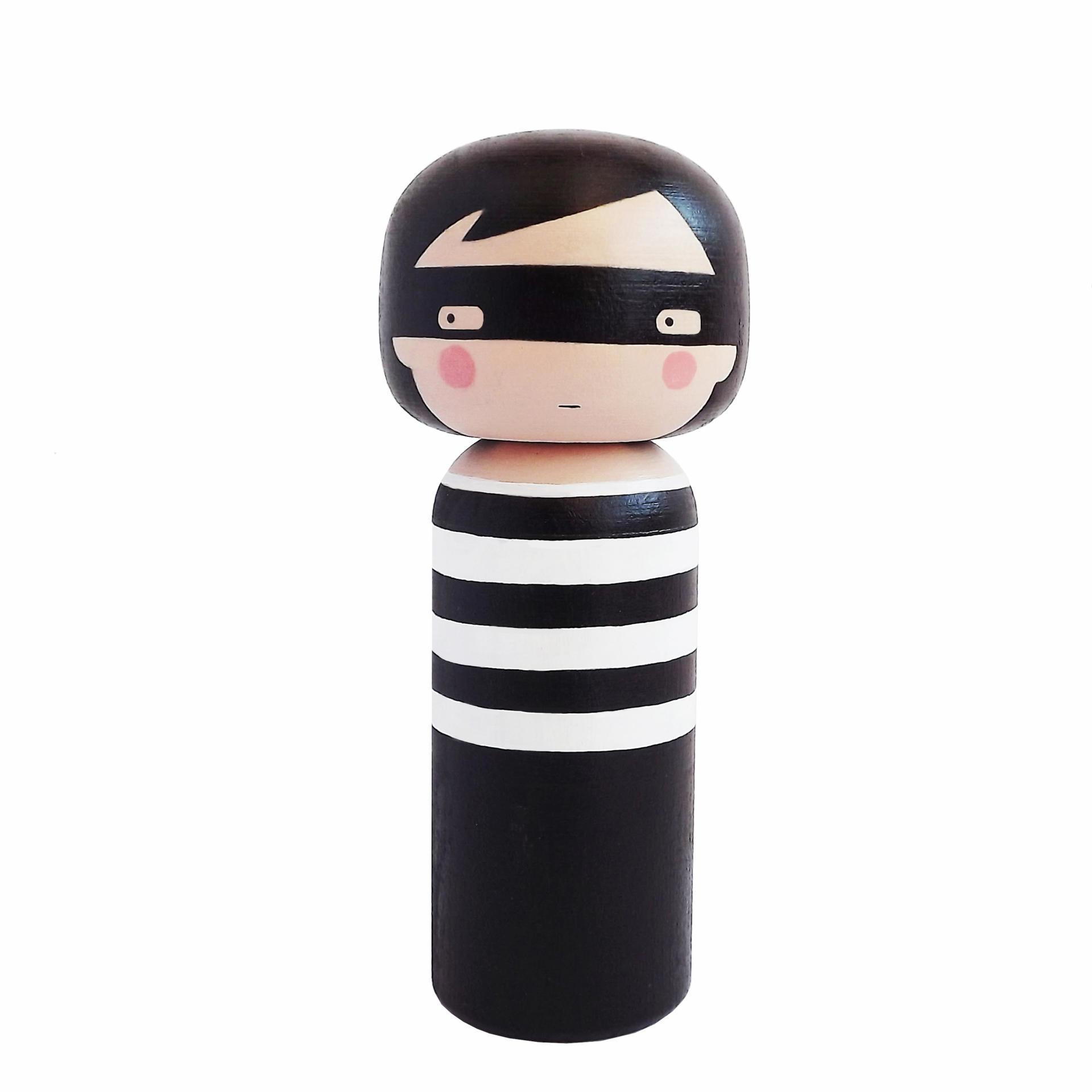 Lucie Kaas Dřevěná kokeshi panenka THIEF 14,5 cm, černá barva, dřevo