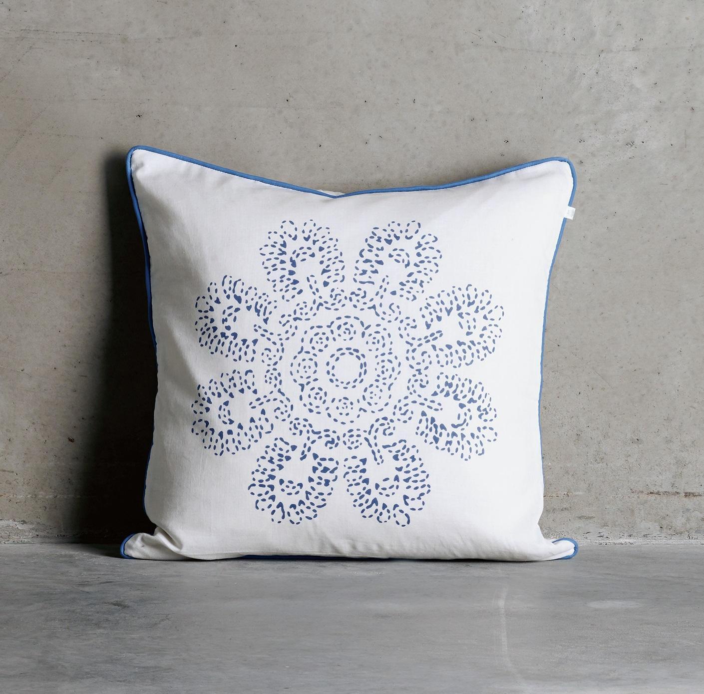 Tine K Home Povlak na polštář Azul Flower 50x50 cm, modrá barva, bílá barva, textil
