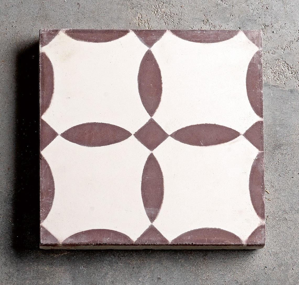 Tine K Home Cementová kachle Flower Brown, hnědá barva, beton