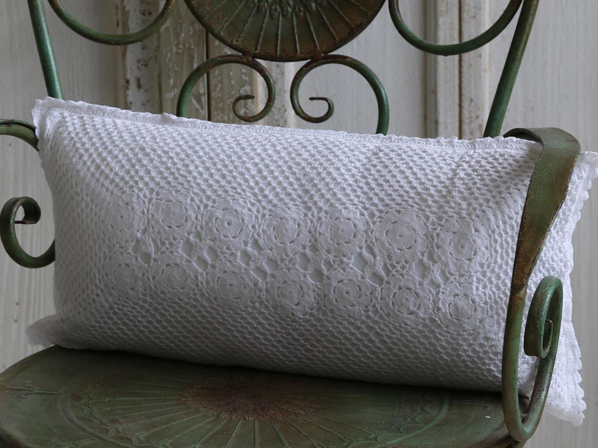 Chic Antique Háčkovaný polštář Crochet 25x50, bílá barva, textil