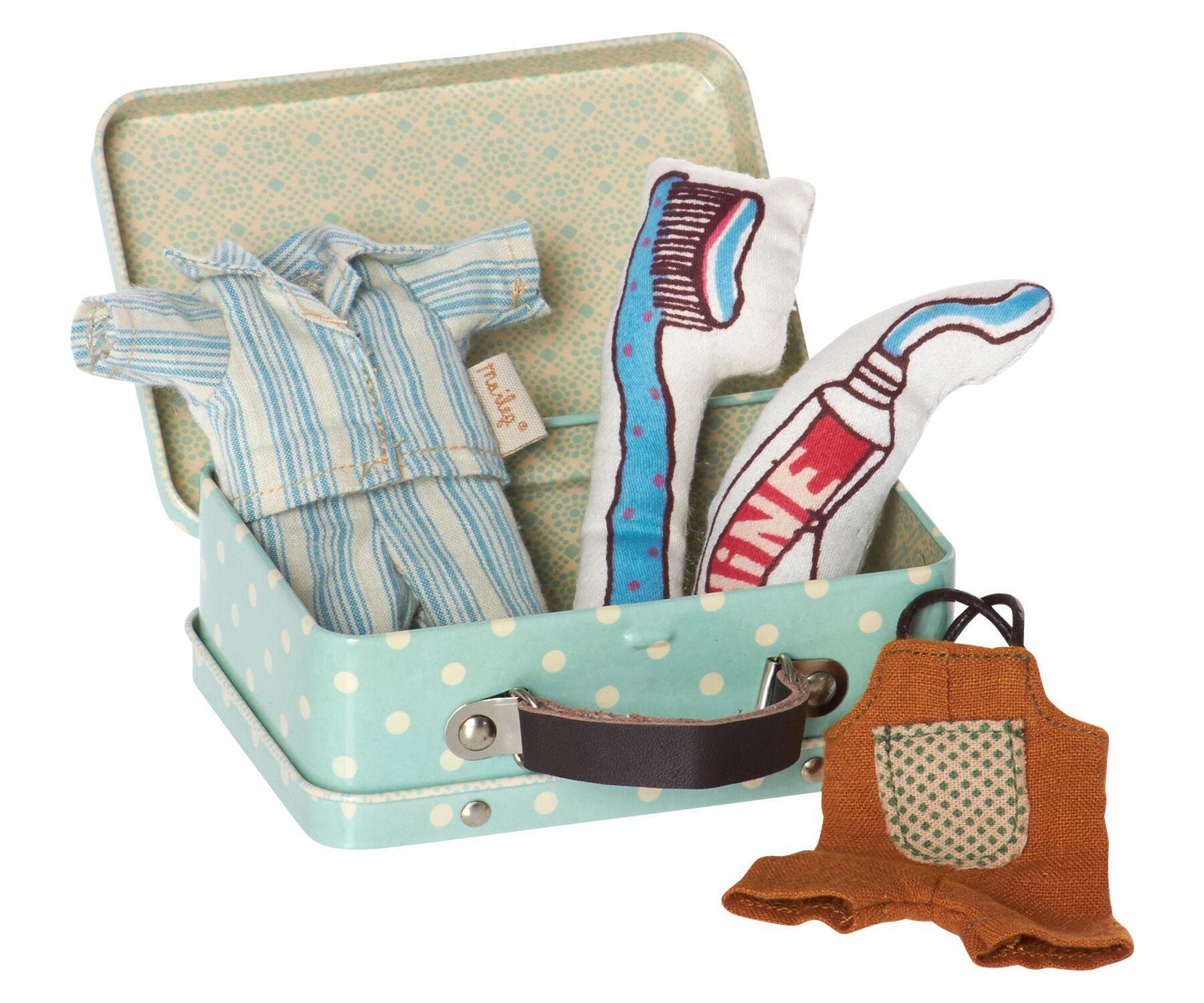 Maileg Plechový kufřík s oblečky pro chlapce - micro