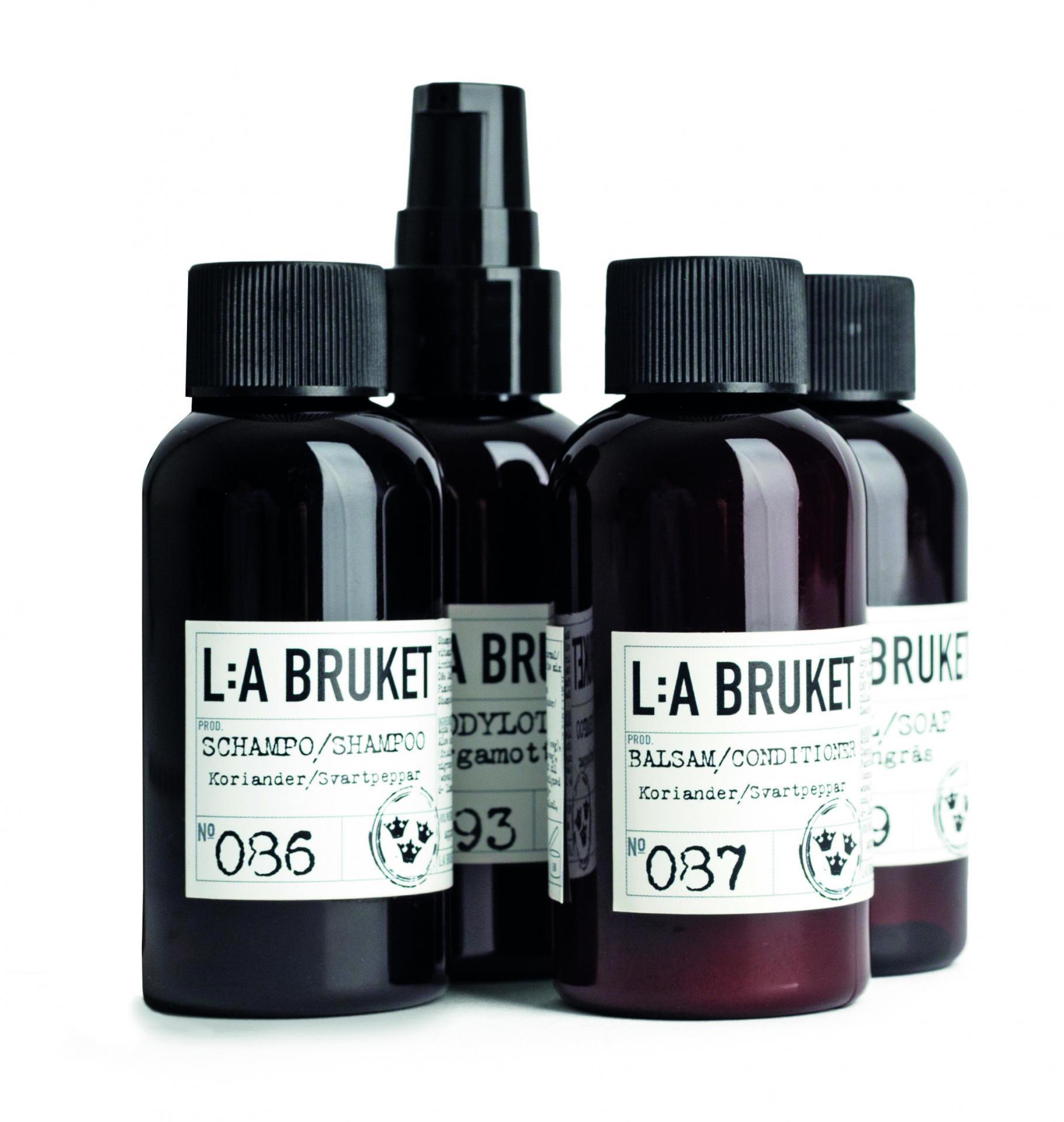 L:A BRUKET Cestovní kosmetický mini set Hotel - 4 ks, hnědá barva, plast