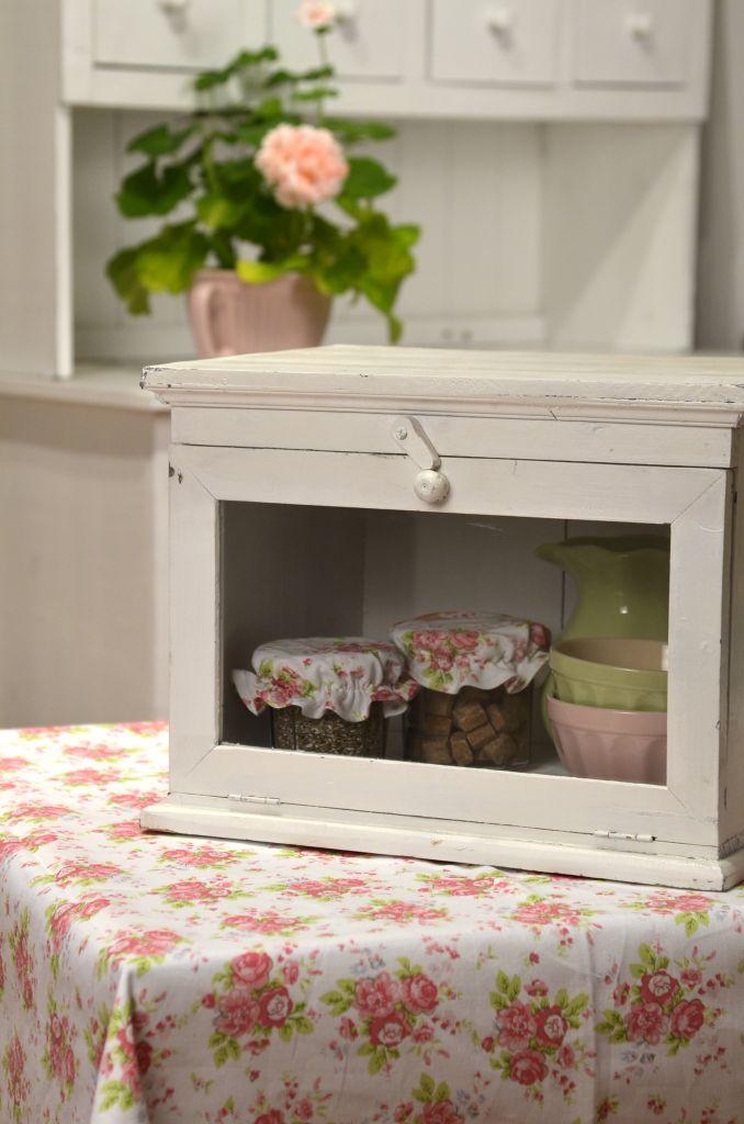 Dřevěná skříňka s dvířky