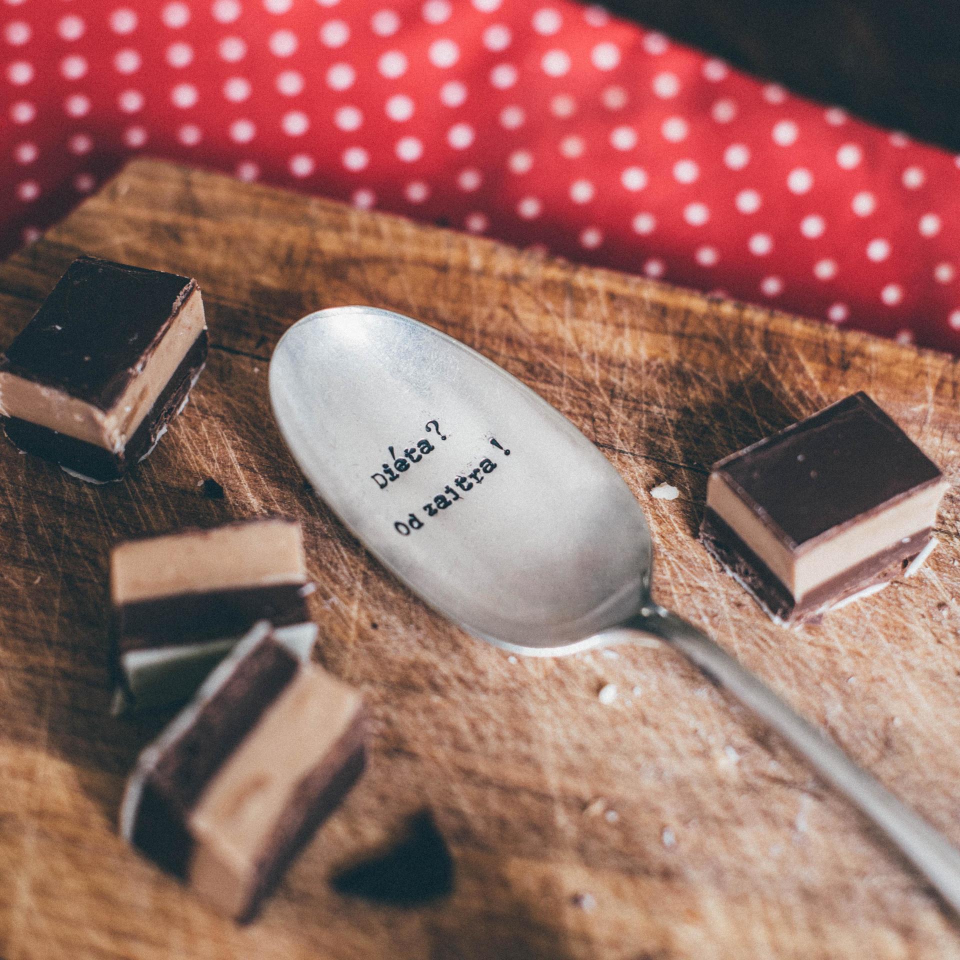 La de da! Living Postříbřená dezertní lžíce Diéta? Od zajtra!, stříbrná barva, kov