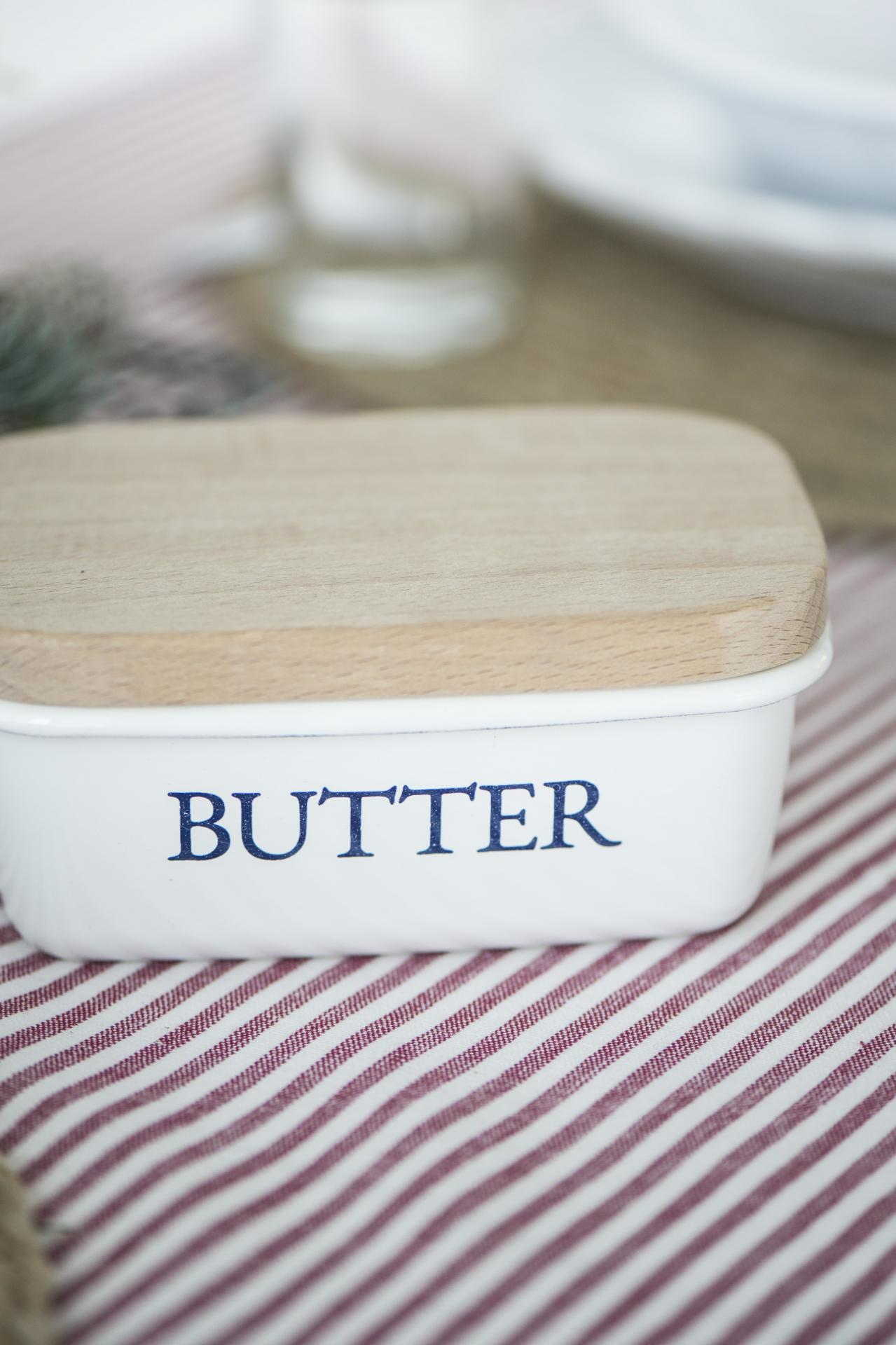 IB LAURSEN Smaltovaná máslenka s dřevěným víčkem White