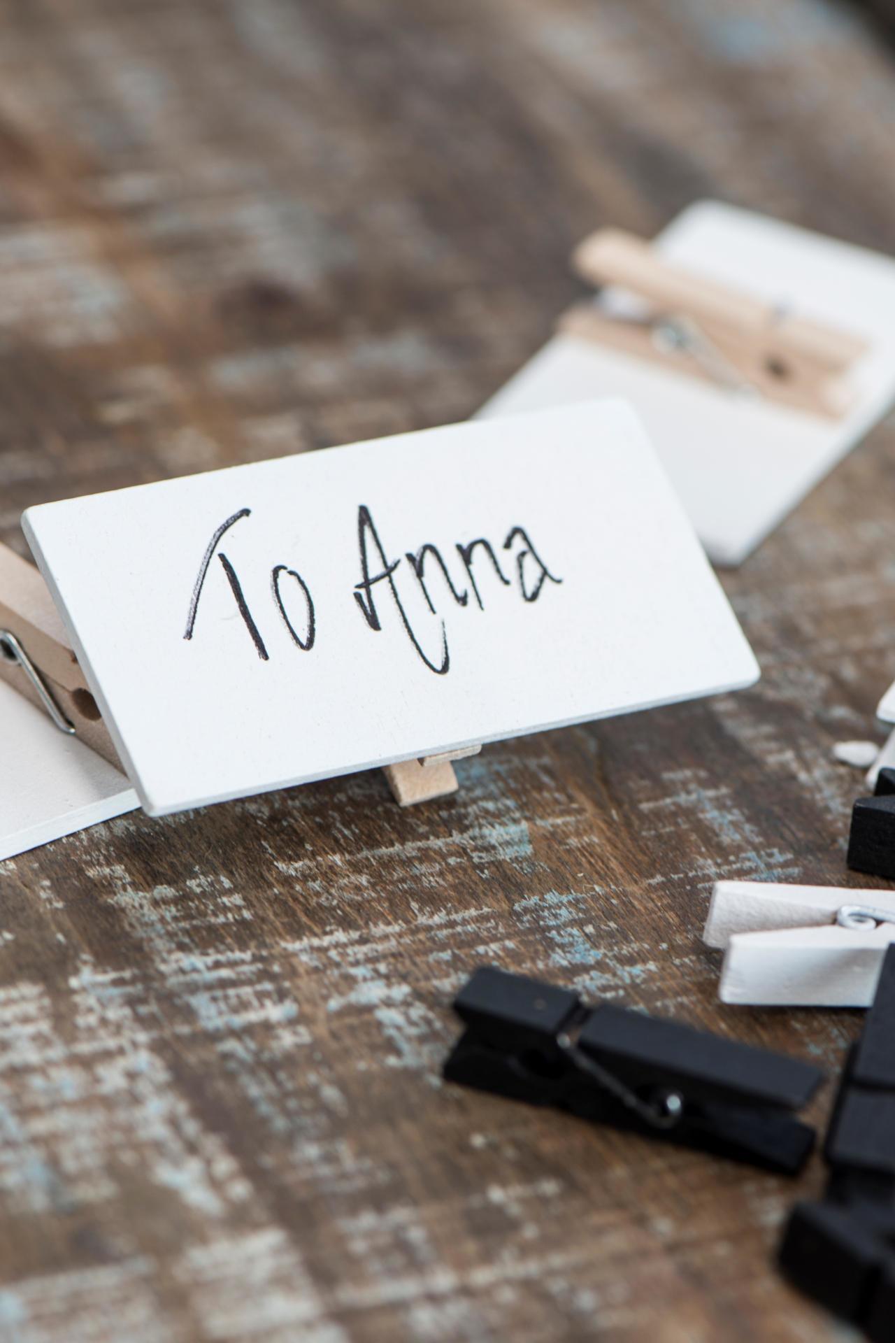IB LAURSEN Dřevěná tabulka s kolíčkem - bílá