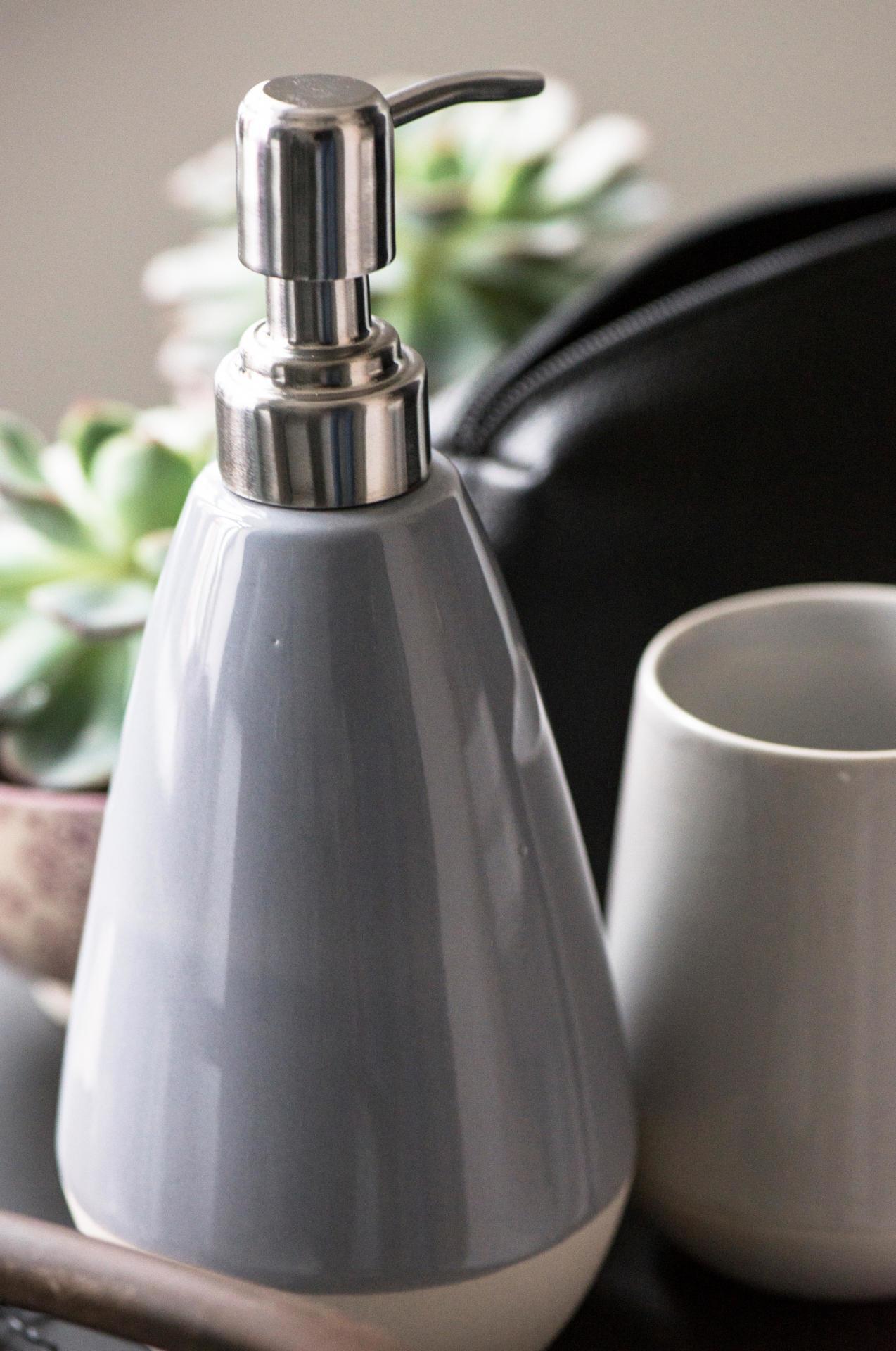 IB LAURSEN Zásobník na mýdlo Glazed, šedá barva, beton