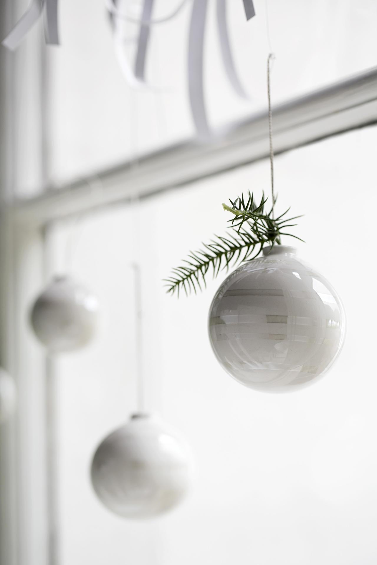 KÄHLER Keramické vánoční ozdoby Omaggio Pearl - set 3 ks, bílá barva, keramika