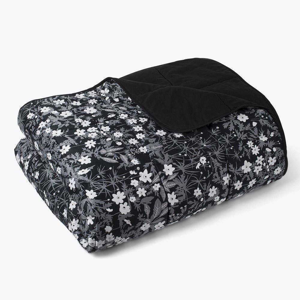 DESIGN LETTERS Prošívaný přehoz Windflower 220 x 260 cm, černá barva, textil