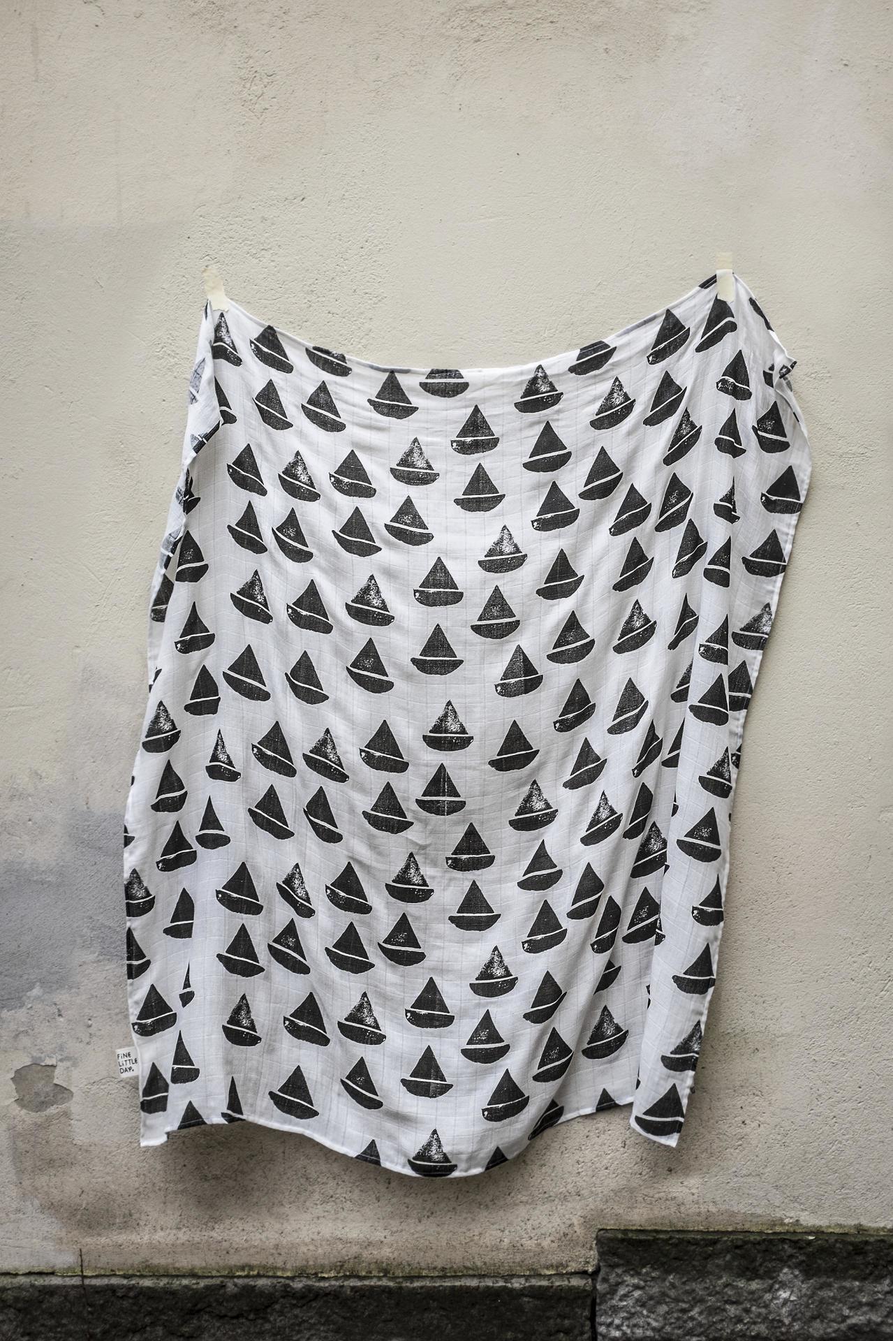Fine Little Day Dětská mušelínová plenka Boat boat, černá barva, bílá barva, textil