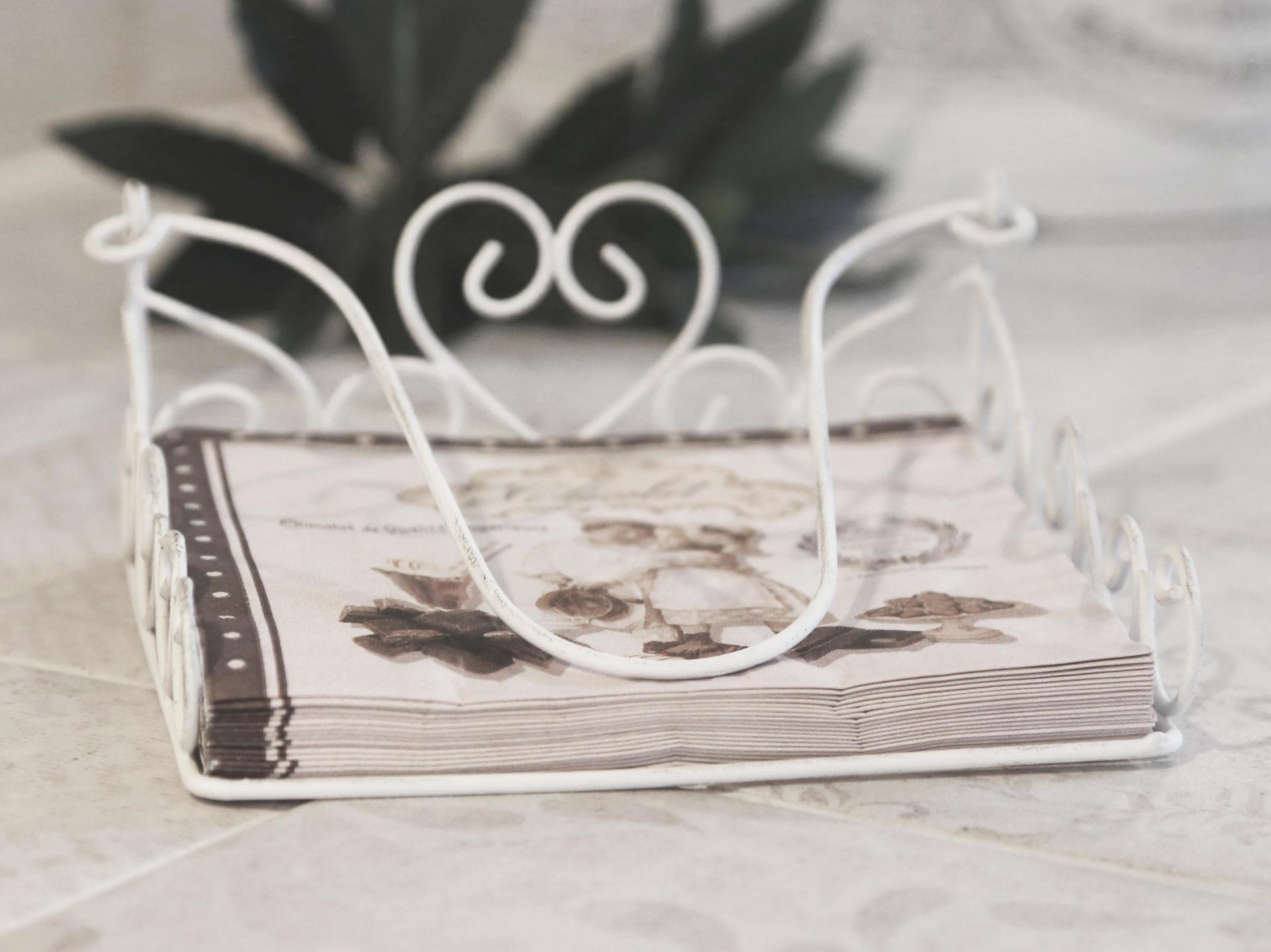 Chic Antique Stojánek na ubrousky Antique white, bílá barva, kov