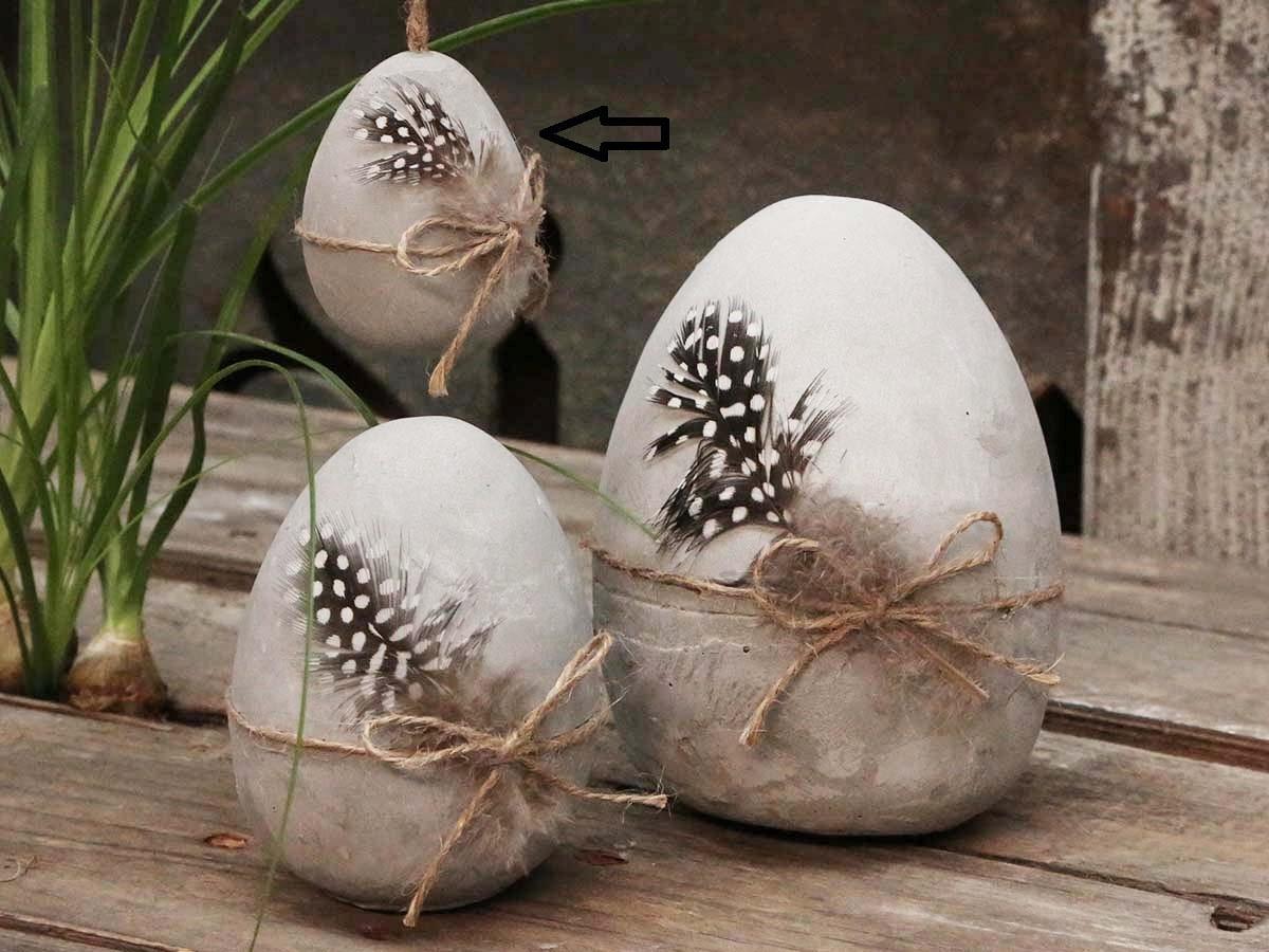 Chic Antique Betonové velikonoční vejce s pírkem, šedá barva, beton