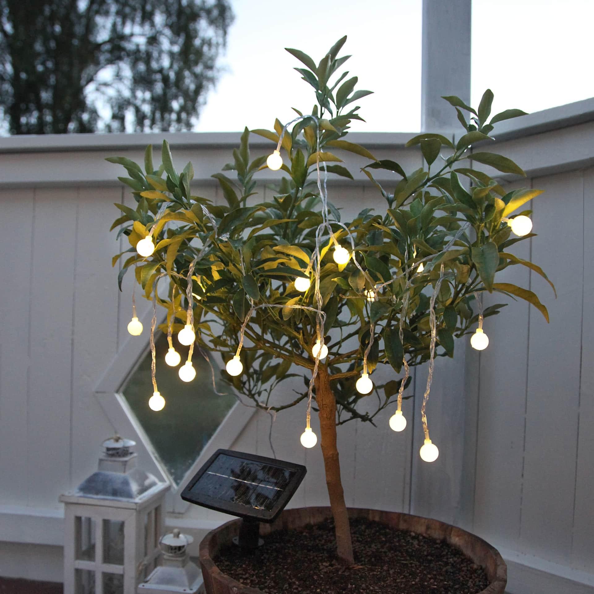 STAR TRADING Světelný LED řetěz na solární napájení White Ball, bílá barva, plast