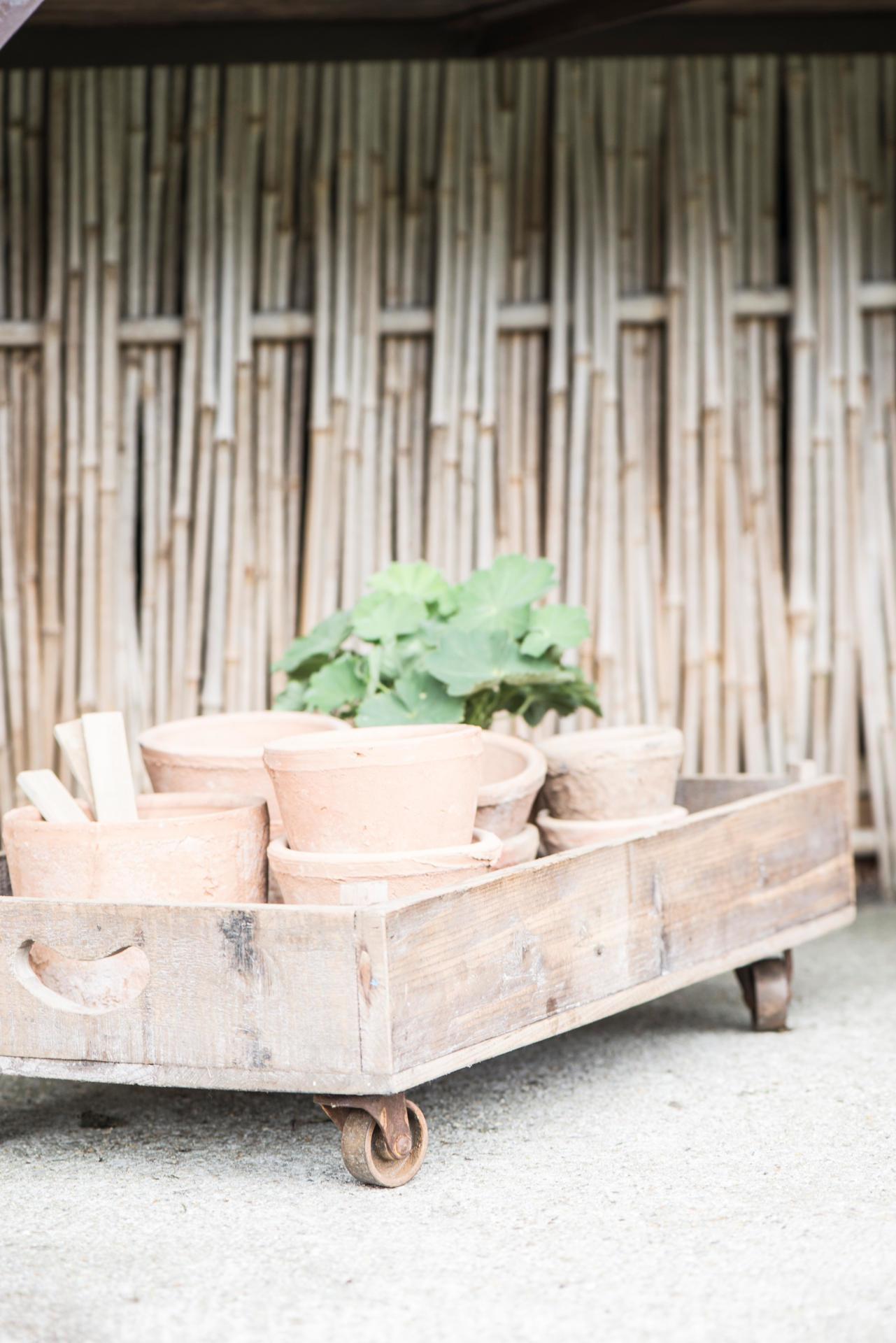 IB LAURSEN Nízký dřevěný box na kolečkách, přírodní barva, dřevo, kov