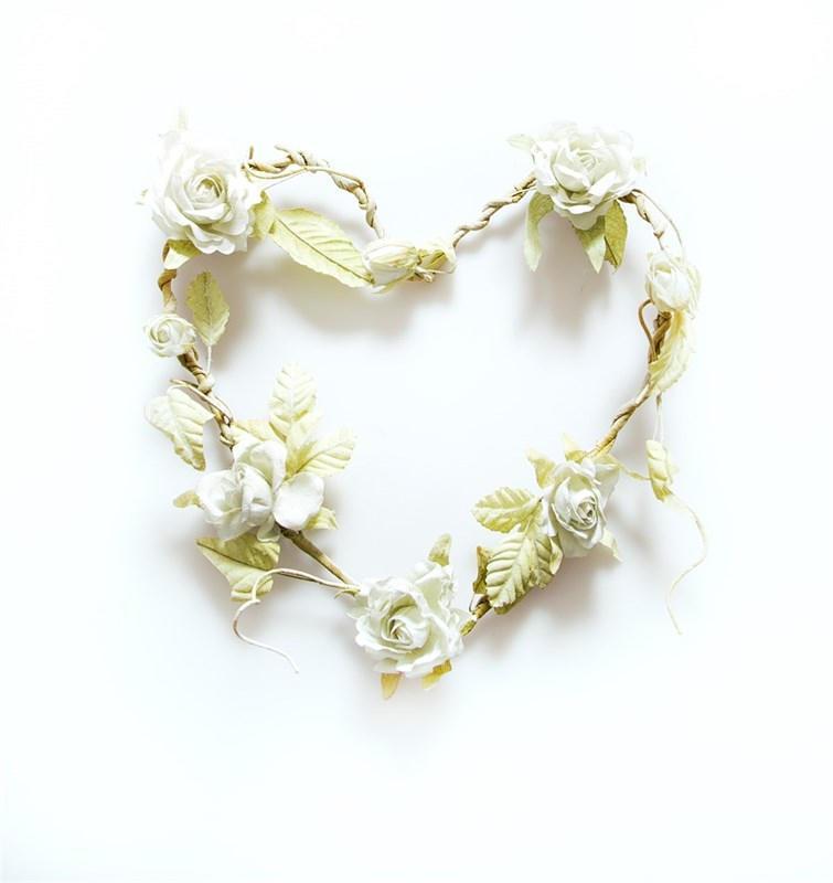sass & belle Květinový věnec ve tvaru srdce Cream, zelená barva, bílá barva, krémová barva, kov, plast, textil