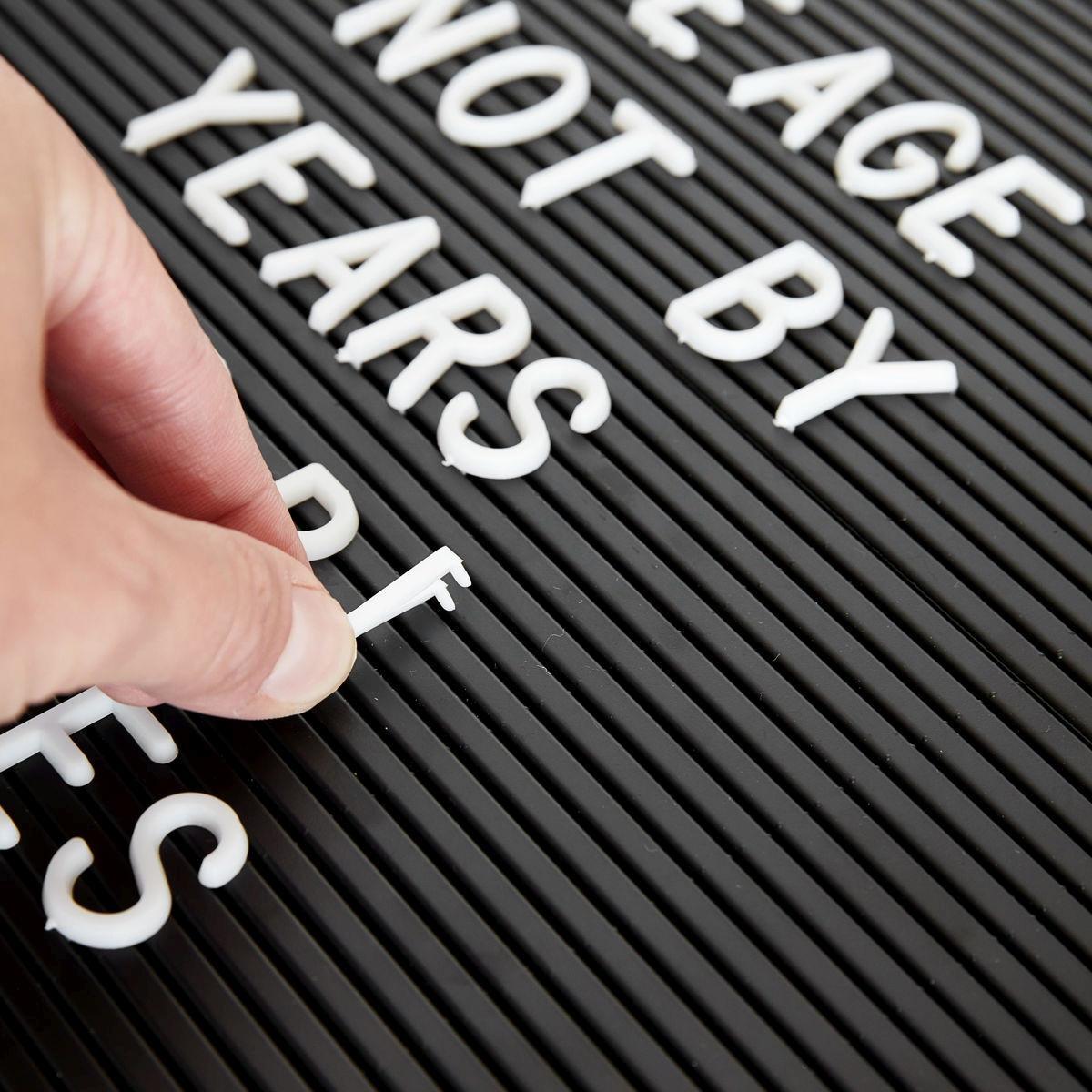 MONOGRAPH Sada písmen, číslic a symbolů k tabuli na vzkazy - 286 ks, bílá barva, plast