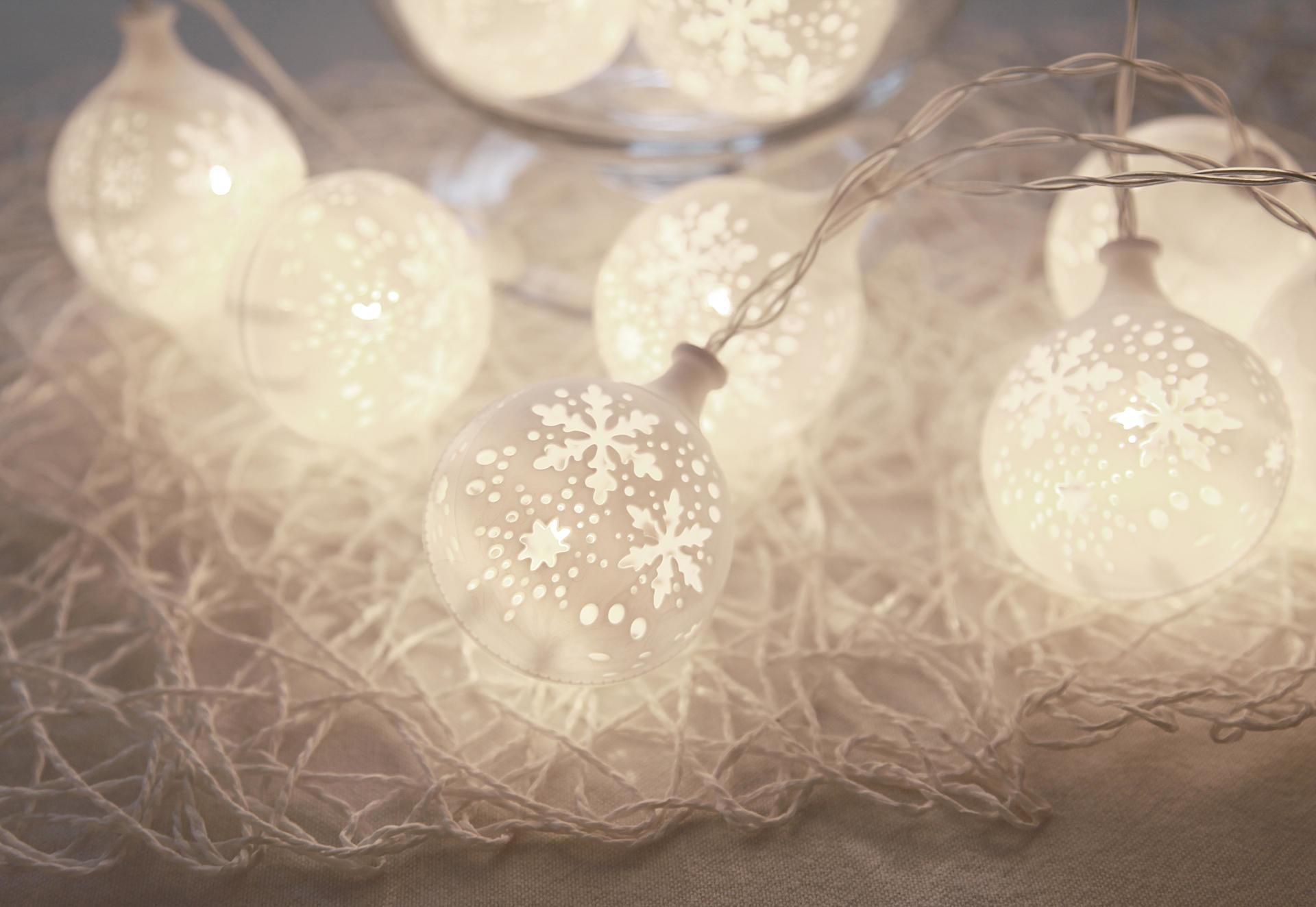 STAR TRADING Světelný LED řetěz Flakey, bílá barva, plast
