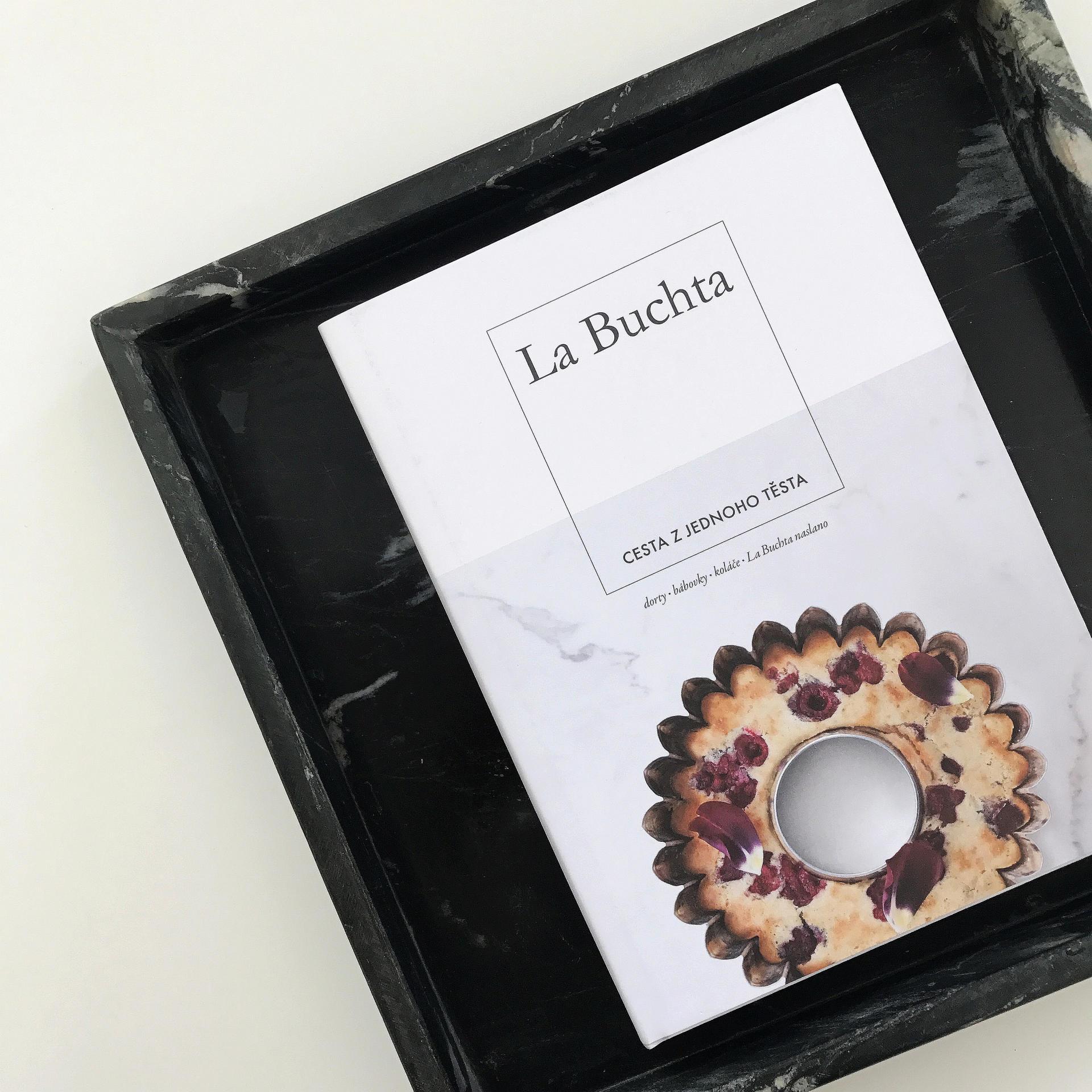Kniha La Buchta: Cesta z jednoho těsta, bílá barva, papír