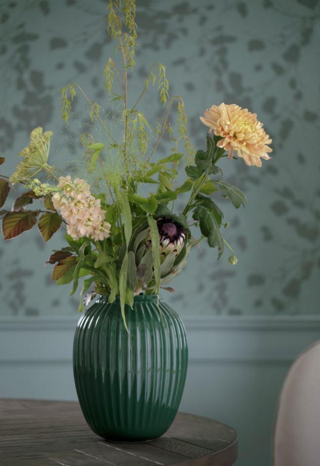 KÄHLER Keramická váza Hammershøi Green 20 cm, červená barva, zelená barva, dřevo