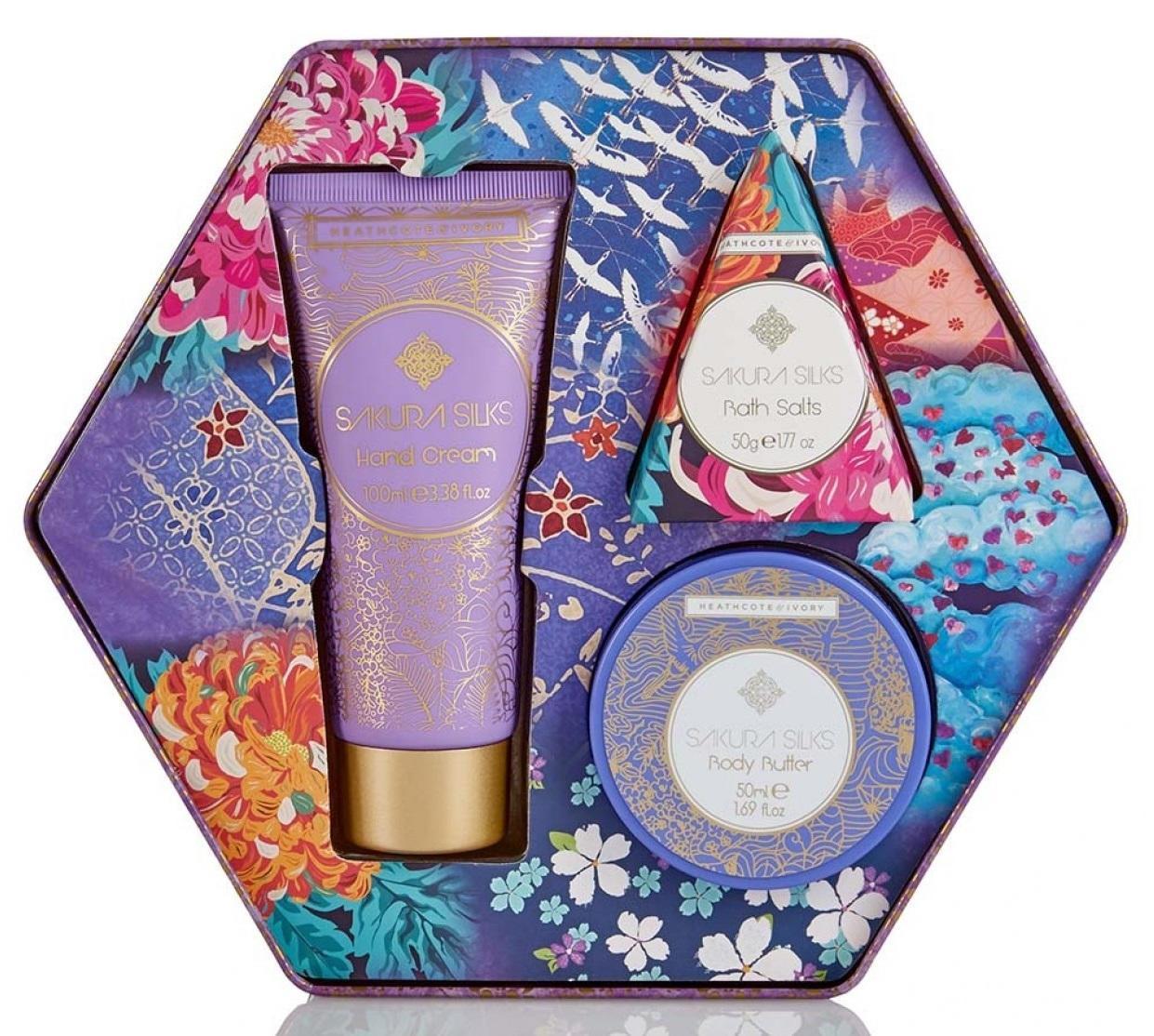 HEATHCOTE & IVORY Dárková koupelová sada Sakura Silks, růžová barva, fialová barva, modrá barva, zlatá barva, kov, plast