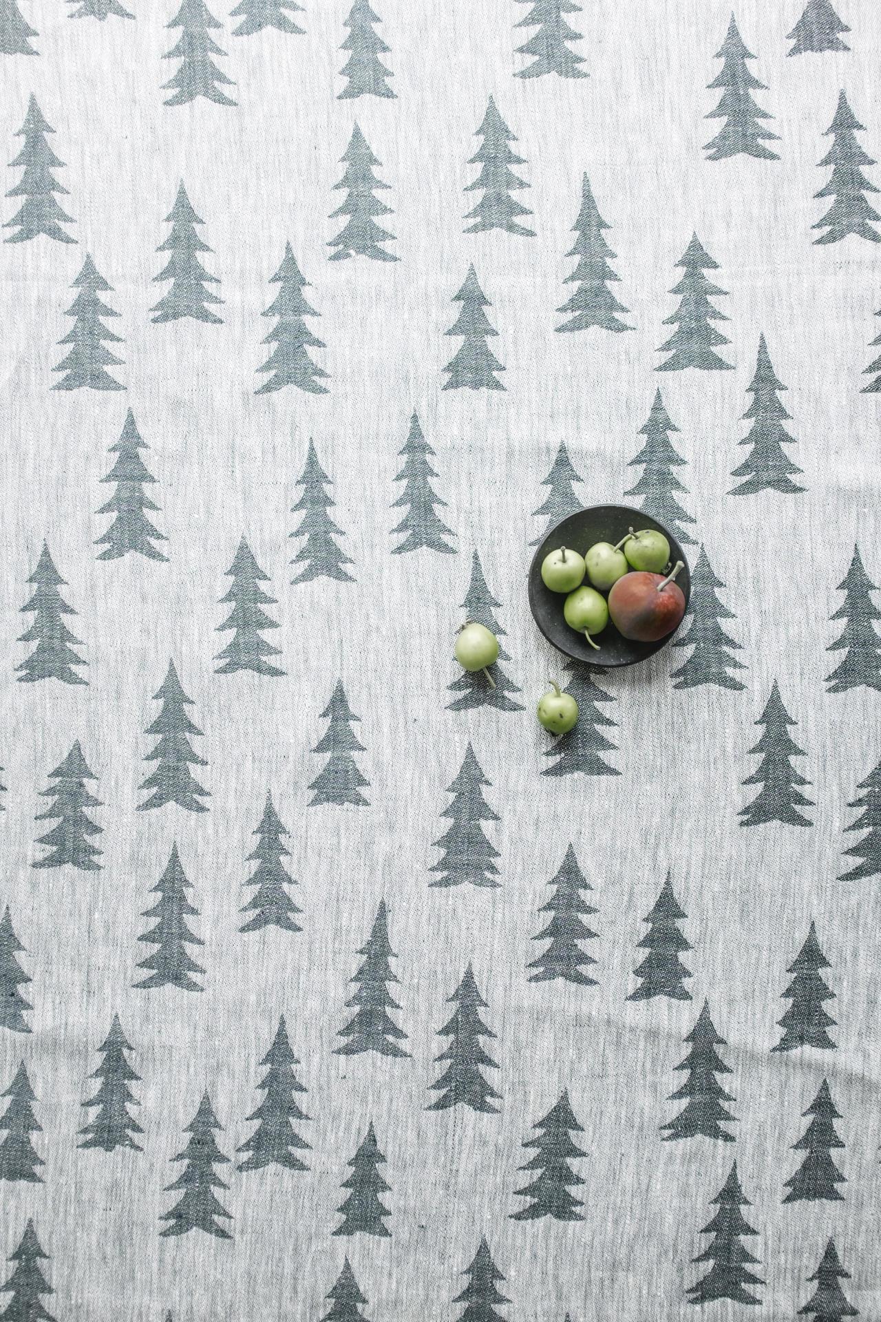 Fine Little Day Lněný ubrus Gran Dark green 147x147 cm, zelená barva, textil