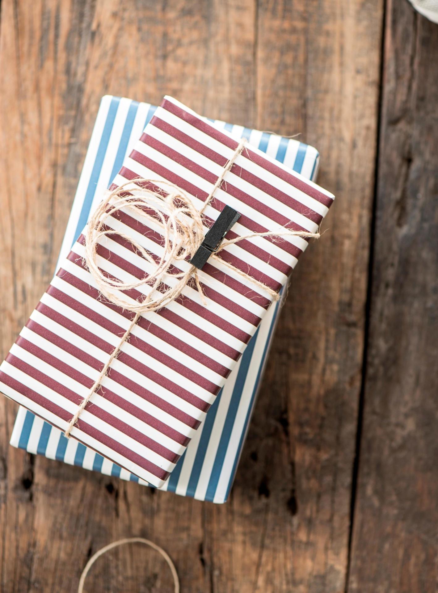 IB LAURSEN Balicí papír Burgundy Wide - 10m, červená barva, papír