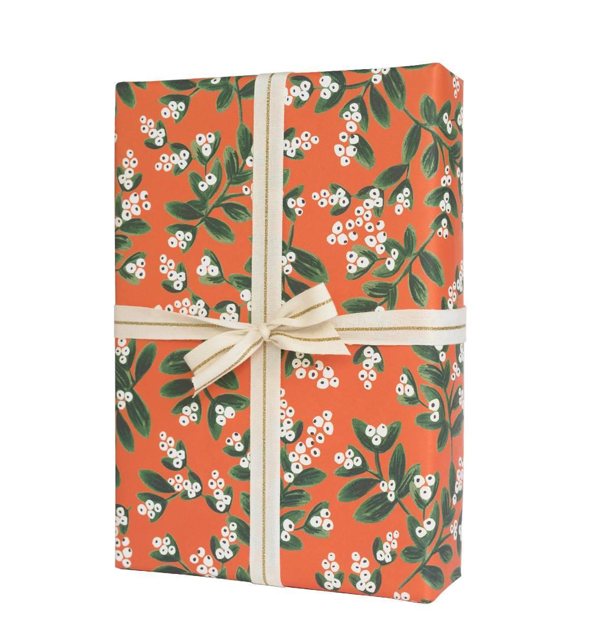 Rifle Paper Co. Vánoční balicí papír Mistletoe, červená barva
